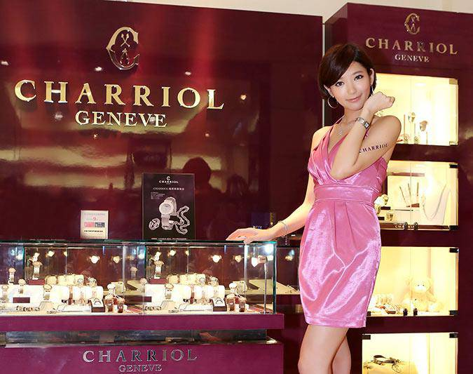 Puff-Guo-promoting-Charriol-St-tropez-watch